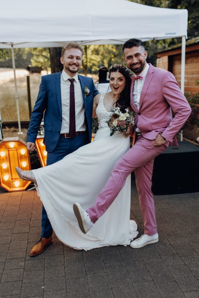 Tamada mit Brautpaar - russische Hochzeit
