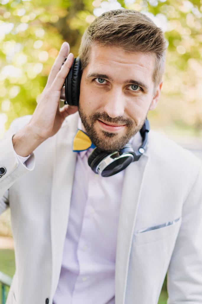 Moderator und DJ